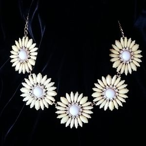 5 Daisy Necklace with Earrings